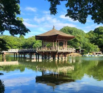四季の移ろいを感じられる、奈良の桃源郷。池に浮かぶ「浮見堂」で最高の思い出を