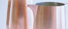 「Sfera(スフェラ)」の鍛金で作られたデカンタ2つ