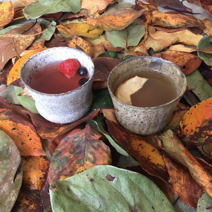 「堀内果実園」のドライフルーツを紅茶に入れる