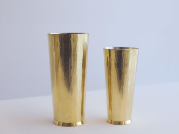 「Sfera(スフェラ)」の鍛金で作られたカップ2つ