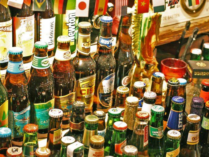 旅カフェGIFTのたくさんの種類のビール