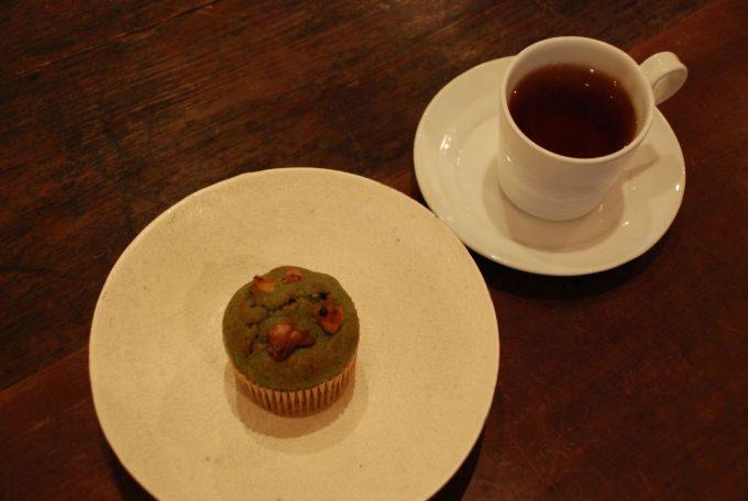 「馬喰町ART+EAT」のマフィンとコーヒー