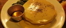 カフェダイナー「NUMBER A」の「チェダー&スピナッチ」パンケーキの画像