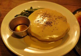 ほっぺが落ちる、とろり濃厚チーズパンケーキ。ゆったり空間のカフェダイナー「NUMBER A」