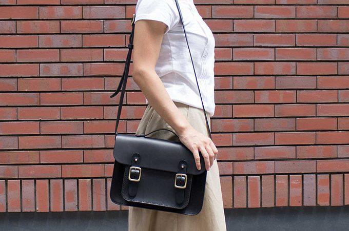 イギリスのトラッドな学生鞄=サッチェルバッグ