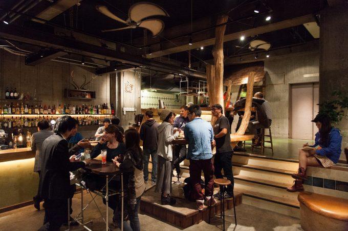 宿・カフェ・バーが1つになった「Nui. HOSTEL & BAR LOUNGE」