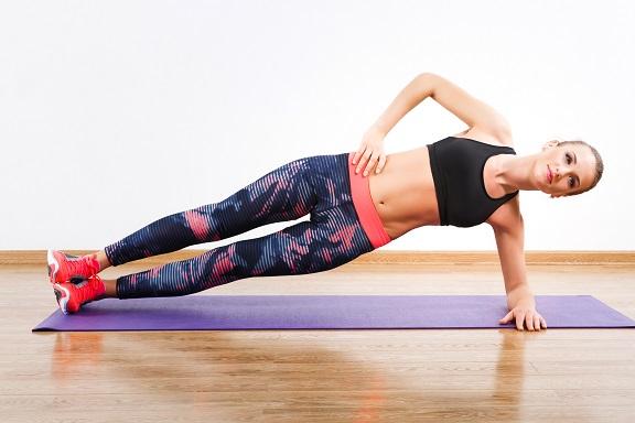 体幹トレーニング・初級>憧れの引き締まったくびれを目指す「サイドプランク」 | Sheage(シェアージュ)