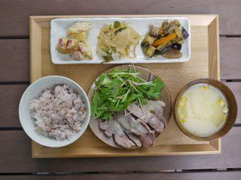 """オフィス街の""""みんなの台所""""。いつでも家庭料理が味わえる「tiny peace kitchen」"""
