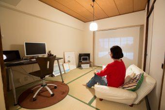 毎日暮らす空間だからこそ、自分らしく。クリエイターから学ぶ、シンプルなお部屋作り<前編>