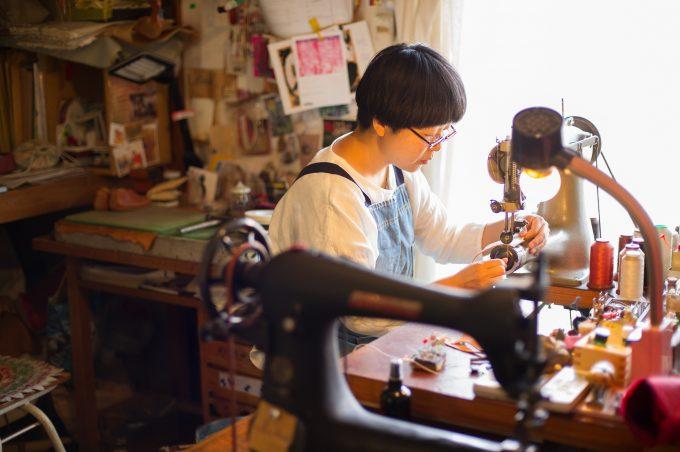 革靴店『uzura』を営む高橋さんの仕事風景