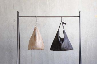 洗って、使って、そだつ革。旅の相棒にもなる「leatheria」の洗えるレザーバッグ