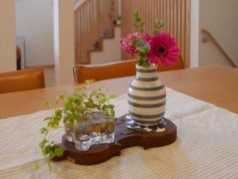 お部屋がパッと明るくなる。毎日いろんなところに飾りたくなる「秋の大人ピンク」のブーケ
