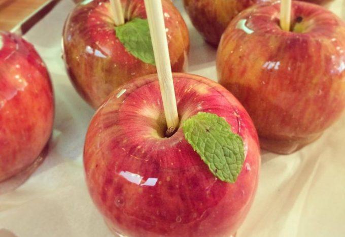 「ポムダムールトーキョー」のりんご飴