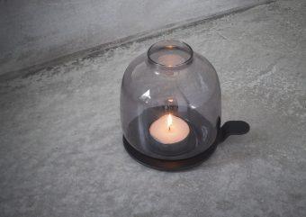 好きな時に好きな場所で。優しいキャンドルの明かりを灯す「ホルゲールチェンバーライト」
