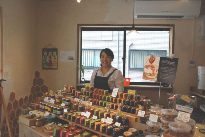 BEE FRIEND SHIP 完熟屋の店長・溜池優子さん