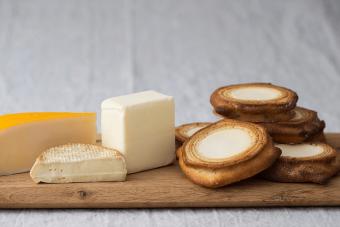 こだわり素材のやさしい口どけ。「ハウスフォンフラウクロサワ」のチーズインバウムクーヘン