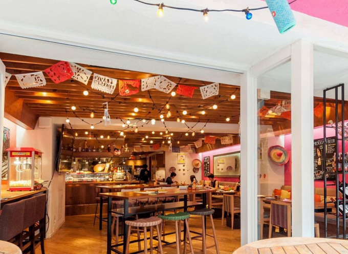 MEXICAN DINING AVOCADOの店内