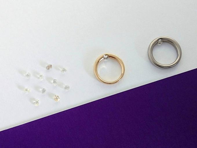 「tmh.」のリングと、リングに用いるダイヤモンド原石の写真