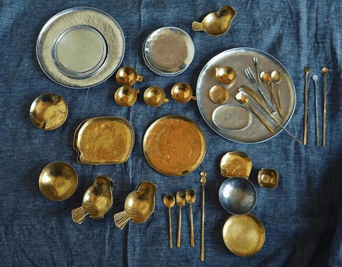 川地あや香、おしゃれな金属カトラリーやお皿
