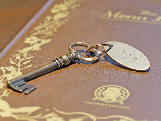梟書茶房の伝票の変わりとなるクラッシックな鍵