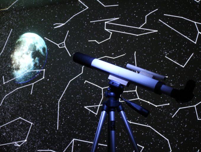 「星カフェ SPICA」の屋上にある望遠鏡の捨身