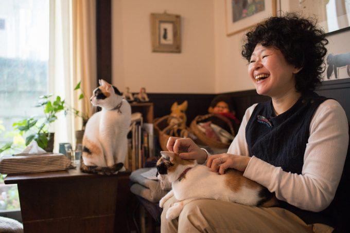 印菓子屋の三毛猫姉妹と小嶋さん