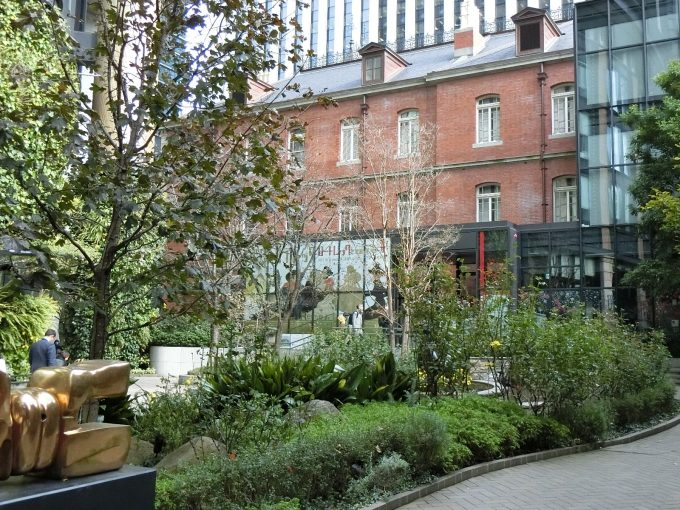 丸の内にある「三菱一号館美術館」の中庭の様子