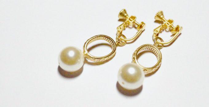 ヴィンテージのオバール金具とスワロフスキーパール使用のイヤリング