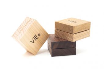 ふわっと優しい香りに包まれる。木箱が可愛らしい「VIE」の練り香水