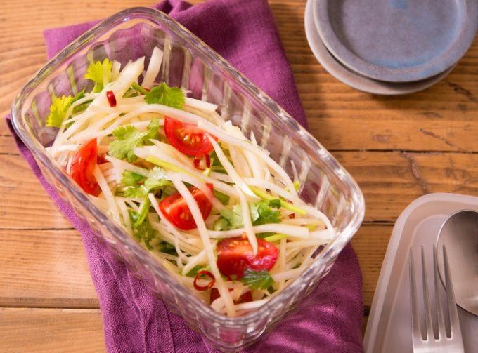 食卓に華を添えるタイの定番サラダ「ソムタム」