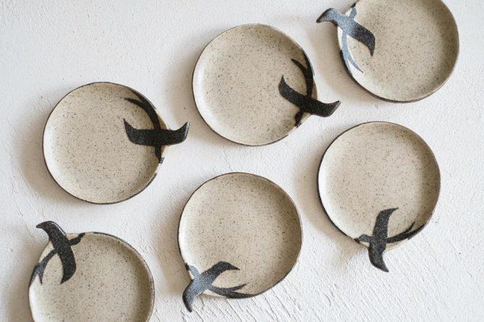 「苔色工房(コケイロコウボウ)」のツバメの豆皿の写真