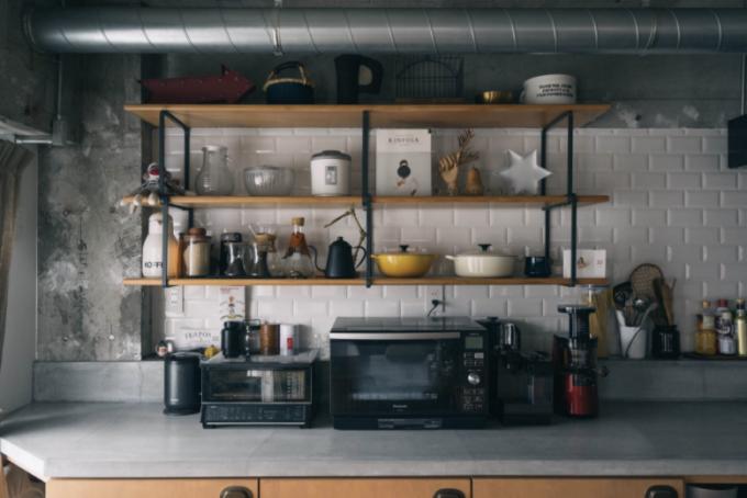 落ち着いた雰囲気のキッチンの写真