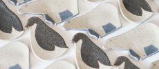 「苔色工房(コケイロコウボウ)」のシロクマとペンギンの豆皿