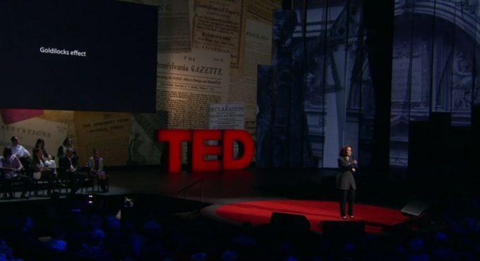 シェリー・タークル氏が『TED』で講演中の様子