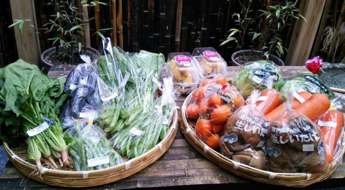 カフェで販売している地元の野菜