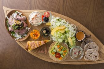 地元の美味しさが詰まった、野菜をたっぷり食べられるレストラン「&TREE」