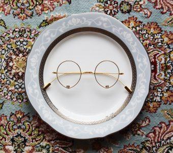 ファッションのアクセントに、オフィスでの疲れ目防止に。おしゃれなジュエリー眼鏡はいかが?