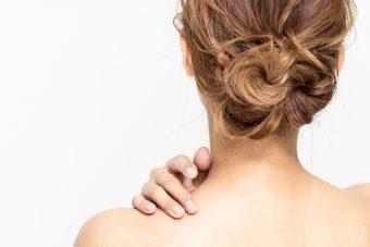 【完全版】凝り固まった肩こりをほぐす。座りながら簡単にできる肩こり解消ストレッチ<3選>