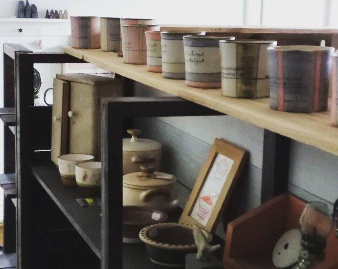 enfab陶芸ラボに並んでいる食器の写真