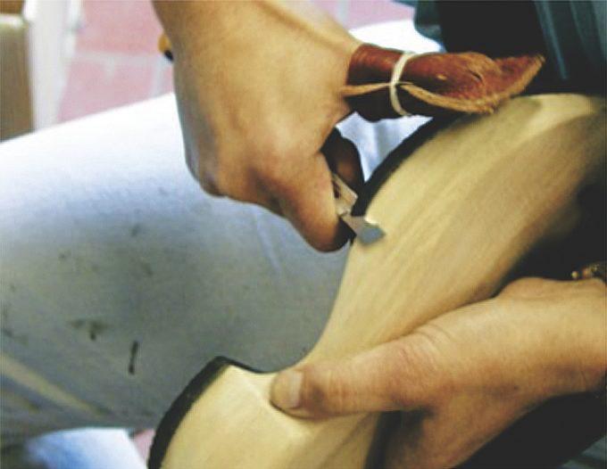 手作業で生産するtrippenの靴