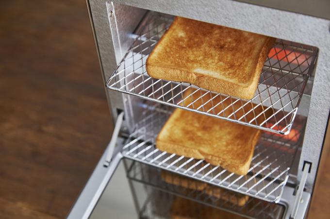Vitantonio(ビタントニオ)のトースターでパンを焼いている様子