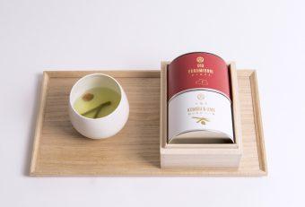 桐箱に入った金粉入りの煎茶。お世話になった方へ、縁起の良い日本茶の贈り物を