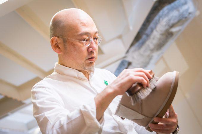 藤田康雄さんによるシューケア、ヌバックの靴3