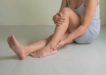 """【完全版】気持ちよく伸ばしてスッキリとした脚に。""""太もも""""のストレッチ<3選>"""