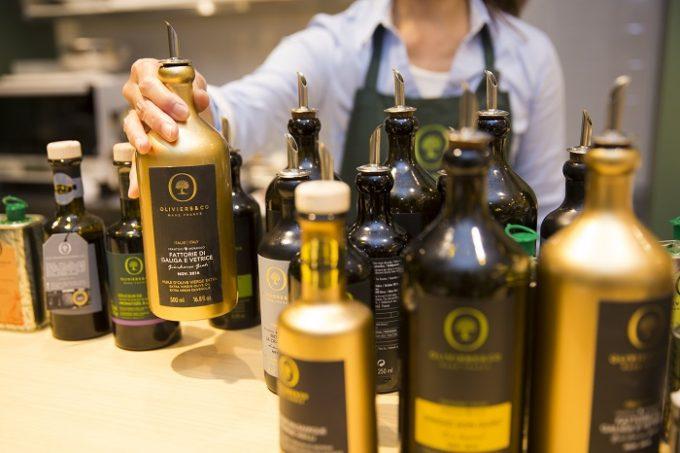オリーブオイル専門店「OLIVIERS&CO GINZA(ギンザ)」内にあるオリーブオイルたち