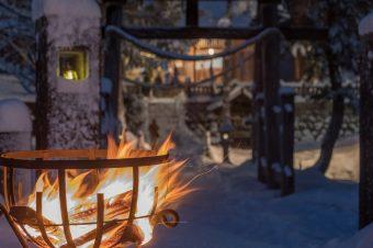 日本情緒あふれる、幻想的な雪国の夜道をそぞろ歩く。白馬岩岳~冬の夜祭~
