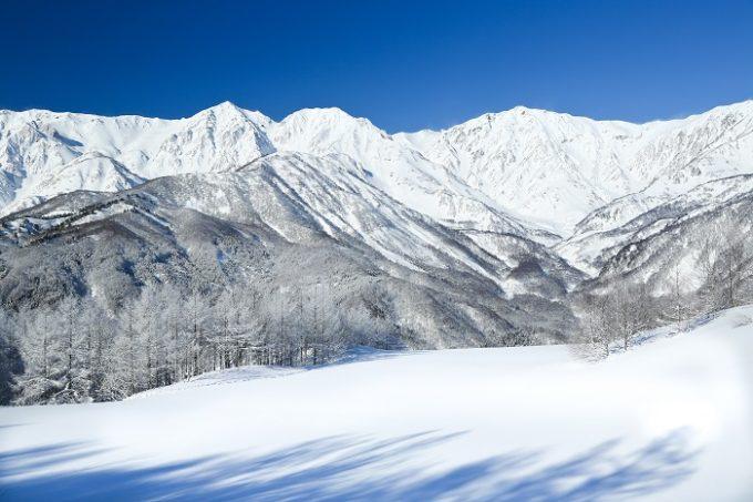 白馬村にそびえる岩岳(岩茸山)の写真