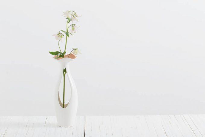 """""""お花の美しさや生命力が引き立つ一輪挿し"""