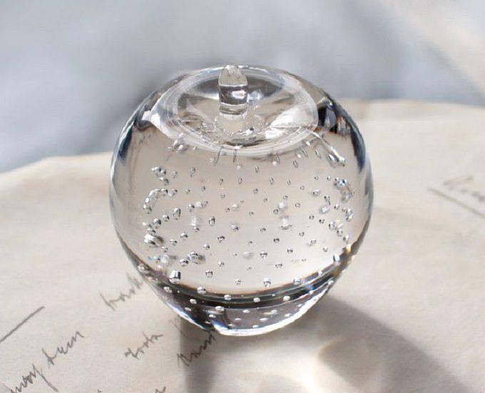 ガラス製のペーパ―ウエイト