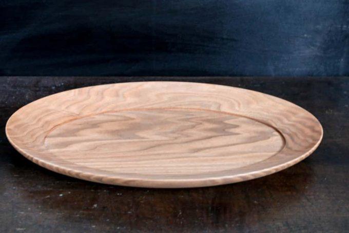 シンプルなデザインのオーバル皿